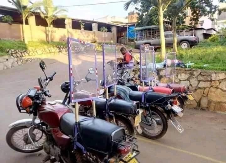 Les moto-taxis de Douala